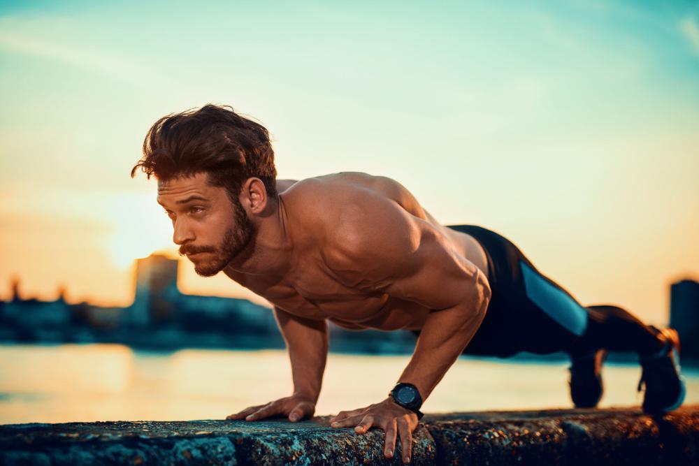 POMPKI - jak robić prawidłowe pompki na klatkę piersiową i biceps?