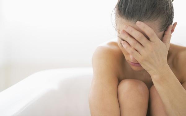 Swędzenie i pieczenie sromu - przyczyny. Jak wyleczyć swędzenie warg sromowych?