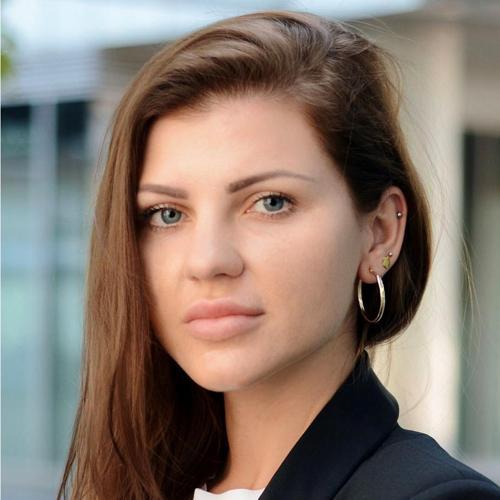 <div><h2>Katarzyna Cegiełka</h2> <h3>Dyrektor Sprzedaży Pion Produkcji Komercyjnej</h3> <p class='text'>Zarządza pionem handlowym oraz pionem produkcji komercyjnej.</p></div> zdjęcie